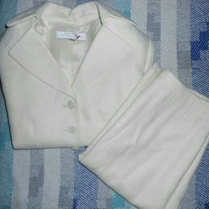 NWOT Tahari 2 piece suit